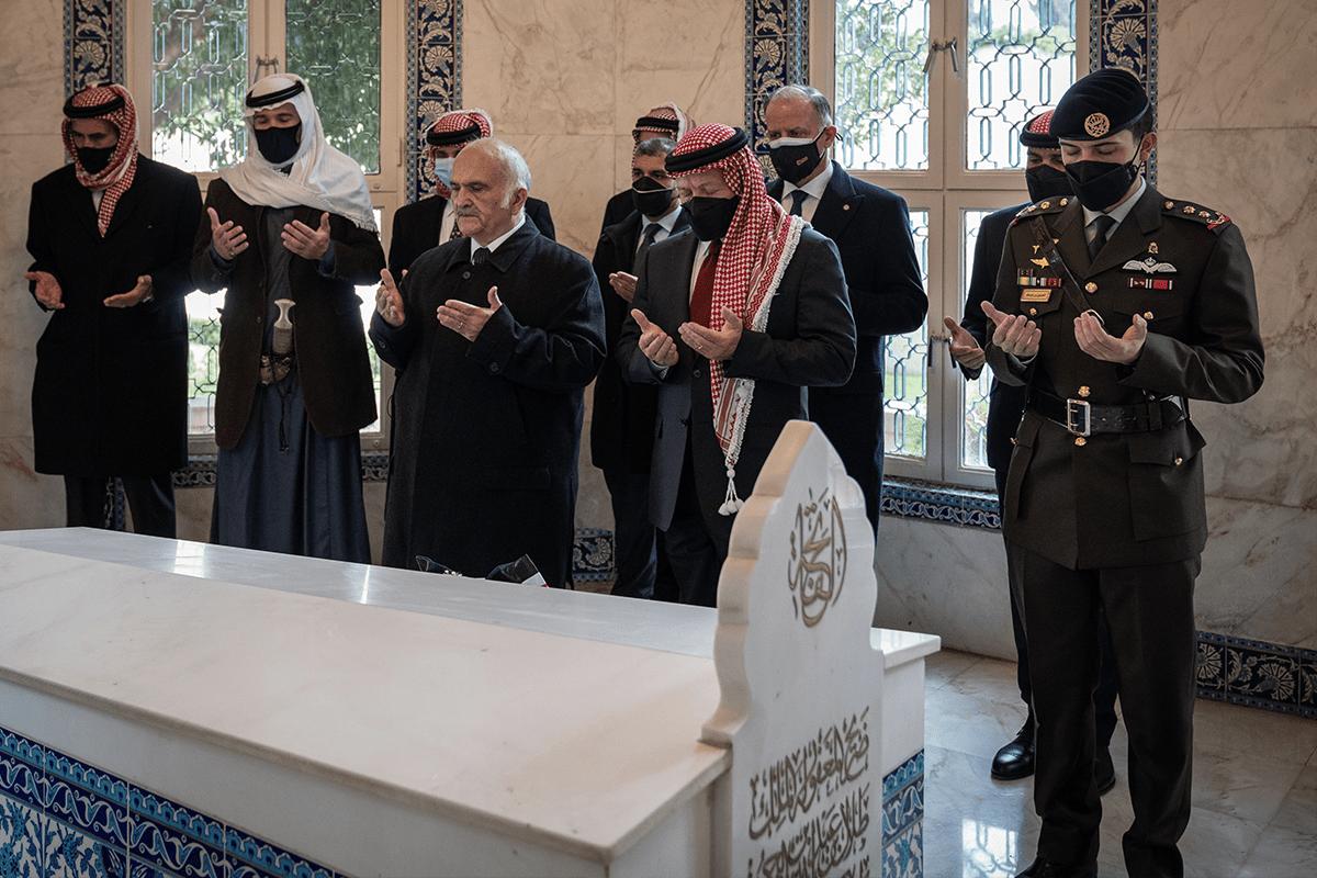 King of Jordan Abdullah II (front R), Prince Hamza Bin Hussein (2nd L), Prince Hassan Bin Talal (front L) and Hussein, Crown Prince of Jordan (R) visit the mausoleum of the Hashemite royal family on the 100th anniversary of the founding of Jordan in Amman, Jordan on 11 April 2021 [@RHCJO/Twitter]