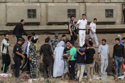 Thumbnail - Casualties as passenger train derails in Egypt