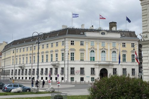 Israeli flag is hoisted on the roof of Austria's chancellery building amid attacks on Palestine by the Israeli forces, on May 14, 2021 in Vienna, Austria [Aşkın Kıyağan / Anadolu Agency]