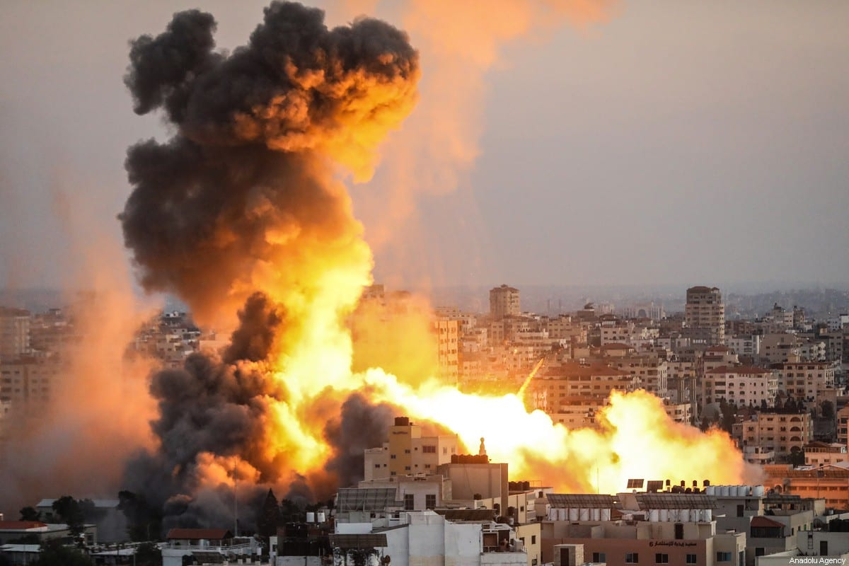 Smoke rises after air strikes carried out by Israeli army in Gaza on 14 May 2021 [Ali Jadallah/Anadolu Agency]