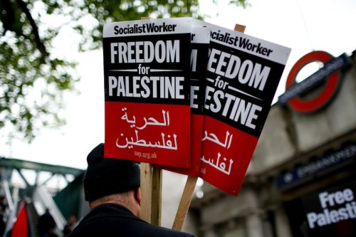 Pro-Palestinian activists demonstrating against Israeli military action in the Gaza Strip gather in London, United Kingdom on 22 May 2021. [David Cliff - Anadolu Agency]