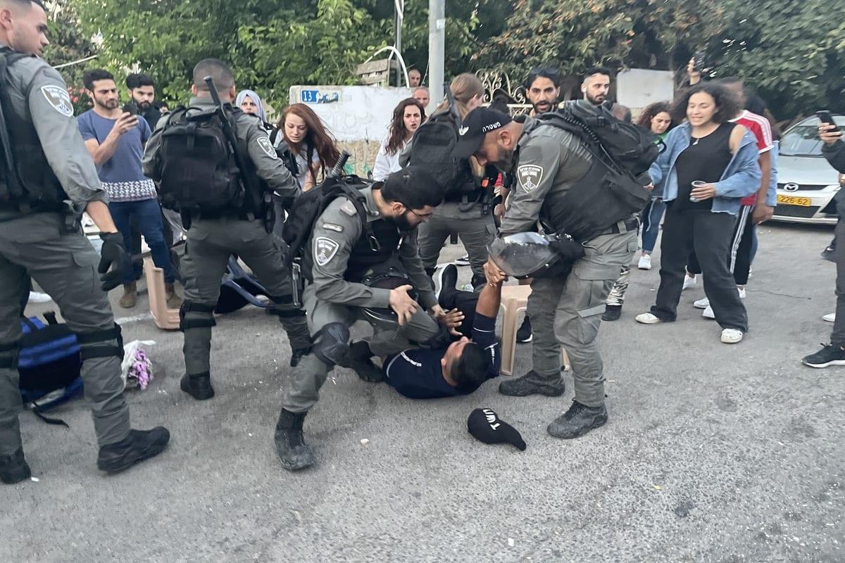 Israeli forces brutally arrest a Palestinian man in Jerusalem on 27 May 2021 [Mostafa Alkharouf/Anadolu Agency]