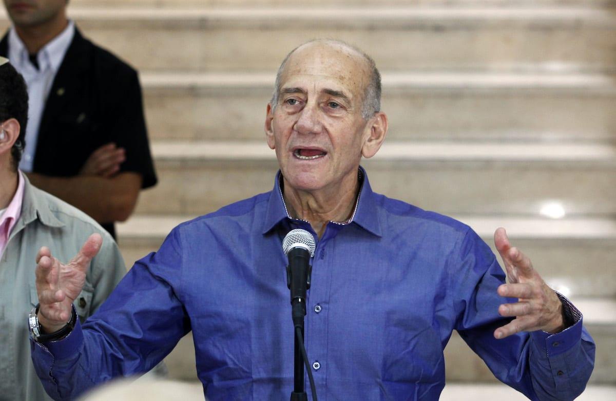 Former Israeli prime minister Ehud Olmert speaks to the press at the District Court in Jerusalem on 10 July 2012 [GALI TIBBON/AFP/GettyImages]