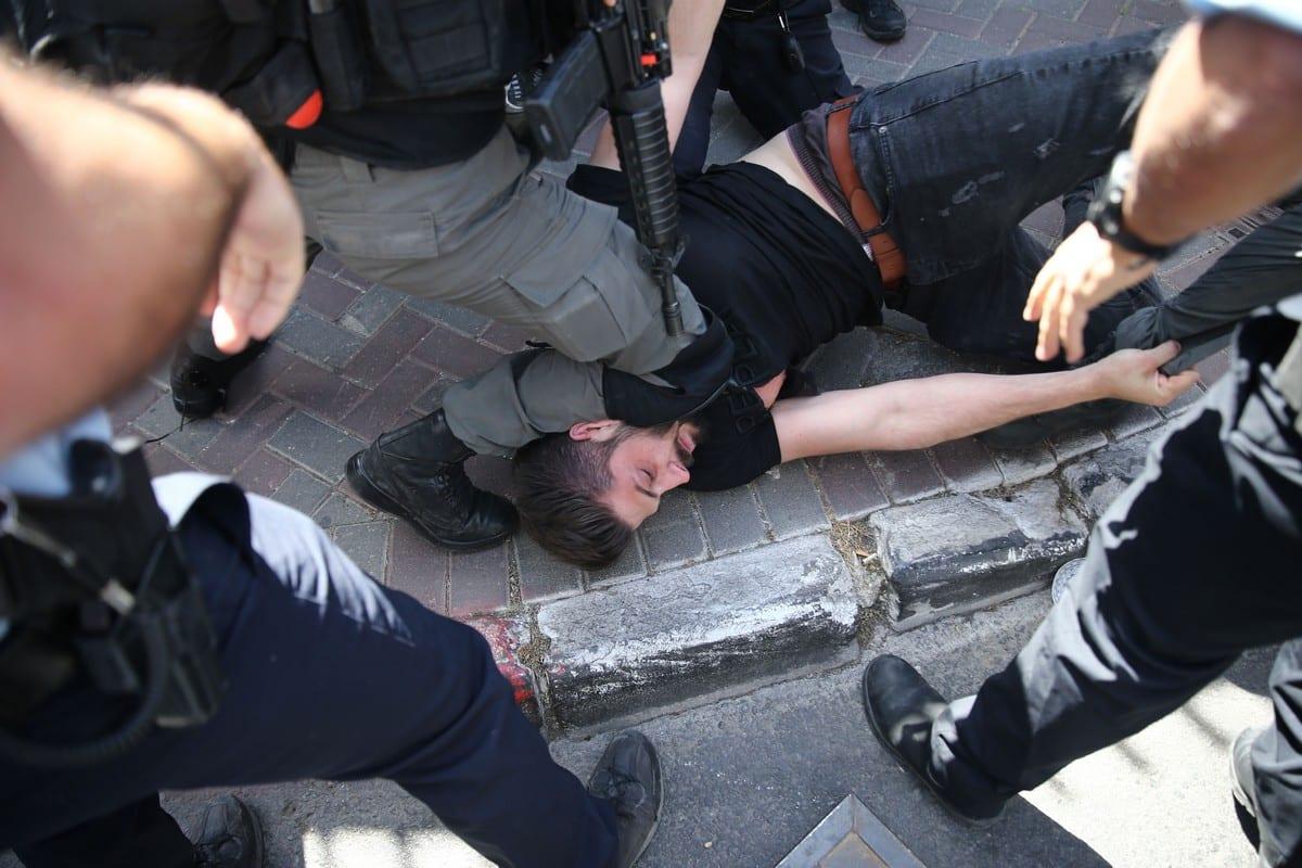 Israeli police arrest a Palestinian man in Jerusalem on 26 May 2021 [Mostafa Alkharouf/Anadolu Agency]