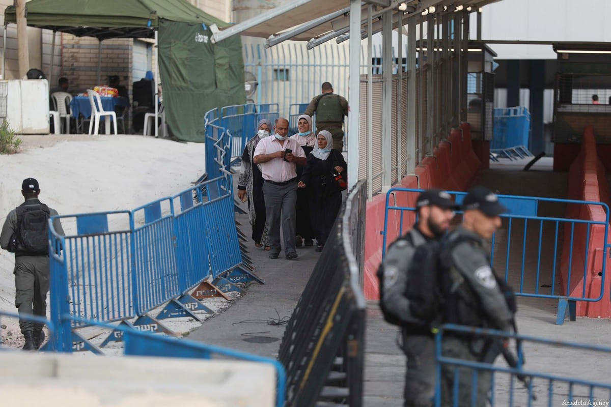Palestinian in the Qalandiya checkpoint from Ramallah into Jerusalem on May 07, 2021, in Ramallah, West Bank [Issam Rimawi/Anadolu Agency]