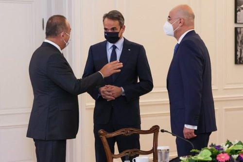 Turkish Foreign Minister Mevlut Cavusoglu (L) meets Greek Prime Minister of Greece Kyriakos Mitsotakis (C) and Greek Foreign Minister Nikos Dendias (R) in Athens, Greece on 31 May 2021. [Cem Özdel - Anadolu Agency]