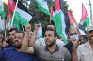 As right-wing Israeli settlers hold the Flag March through occupied East Jerusalem, Palestinians in Gaza came out in support of Palestinian sovereignty, on 15 June 2021 [Mohammed Asad/Middle East Monitor]