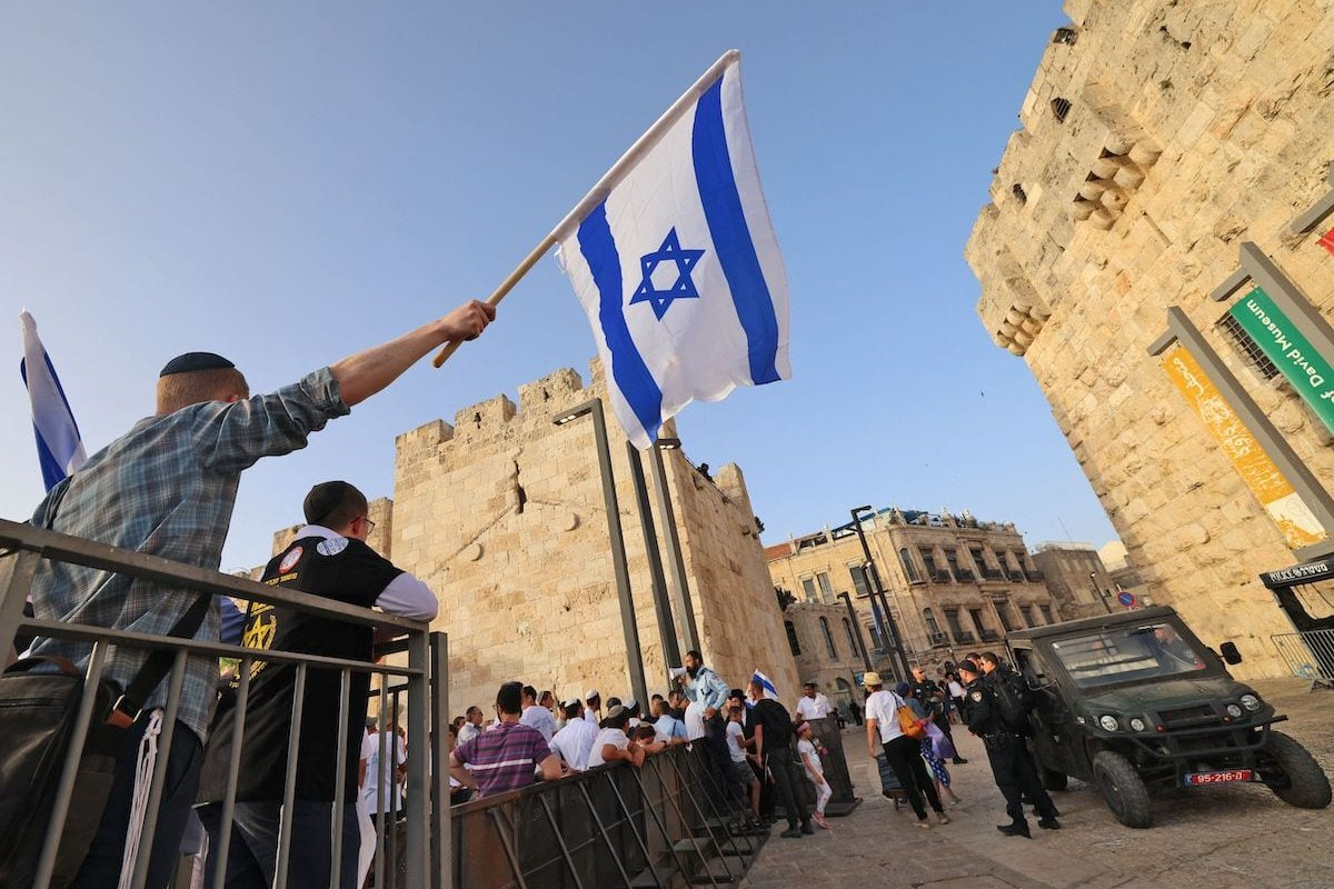 Israelis police block the area around Jerusalem's Old City as right wing Israelis take part in the annual Jerusalem Day march, on 10 May 2021, to mark the reunification of Jerusalem after Israel captured the eastern part of the city from Jordan in the 1967 Six-Day War. [EMMANUEL DUNAND/AFP via Getty Images]