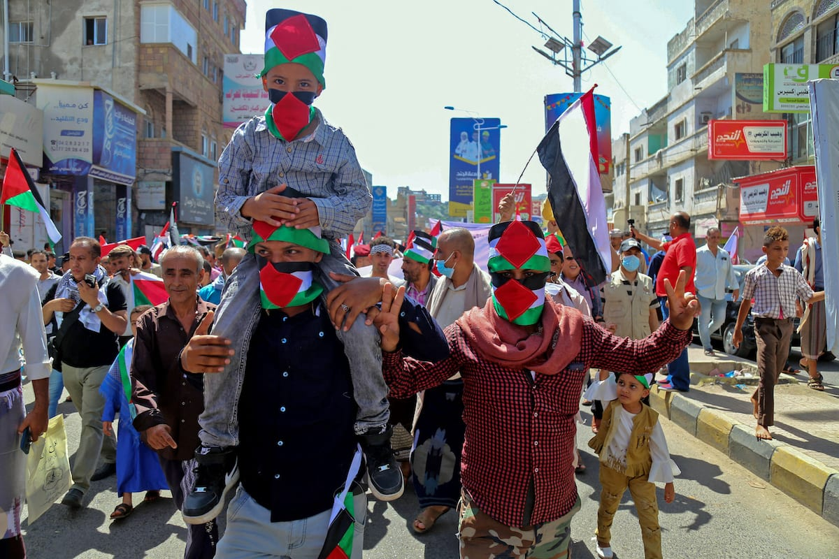 Yemenis hold Palestinian flags and banners during a demonstration in Yemen's third city Taez on 22 May 2021 celebrating the victory of the Palestinian resistance against Israel following a ceasefire. [AHMAD AL-BASHA/AFP via Getty Images]
