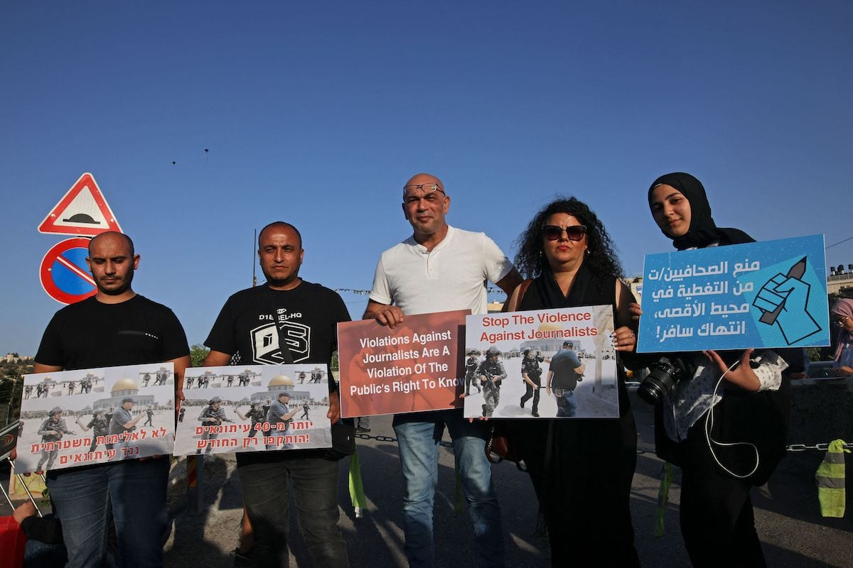 Palestinian journalists protest against attacks on their colleagues in the annexed east Jerusalem neighbourhood of Sheikh Jarrah, on 28 May 2021. [AHMAD GHARABLI/AFP via Getty Images]