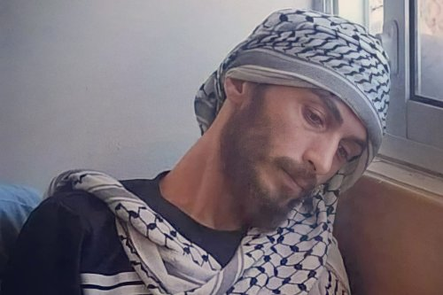 Ghadanfar Abu Atwan was arrested in October 2020 and held under administrative detention by Israeli occupation authorities since, he launched a hunger strike calling for his release in early May 2021 [QudsNen/Twitter]