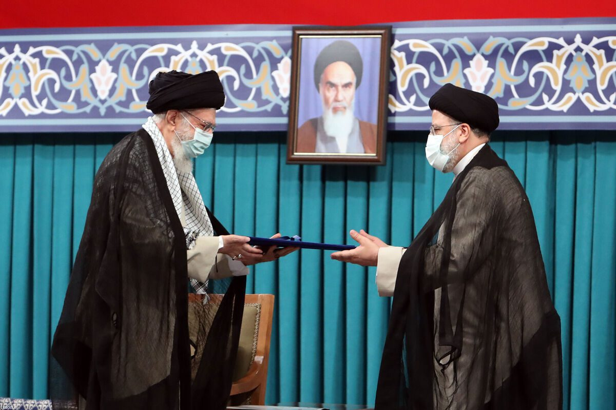 Iran's Supreme Leader Ayatollah Ali Khamenei gives his official seal of approval to Iran's newly elected President Ebrahim Raisi Ebrahim Raisi (R) in an endorsement ceremony on 3 August 2021, in Tehran, Iran [Iranian Leader Press Office/Anadolu Agency]