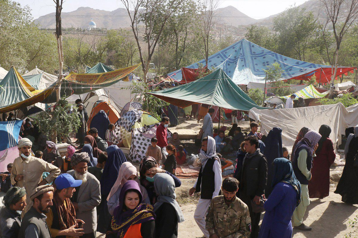 Thousands of displaced families are seen in Kabul, Afghanistan, on 11 August 2021 [Haroon Sabawoon/Anadolu Agency]