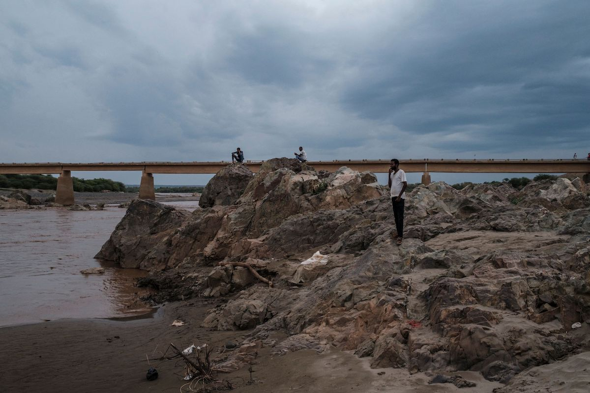 People stand next to the Tekeze river, the Ethiopian border with Eritrea, in the city of Humera, Ethiopia, on 10 July 2021. [EDUARDO SOTERAS/AFP via Getty Images]