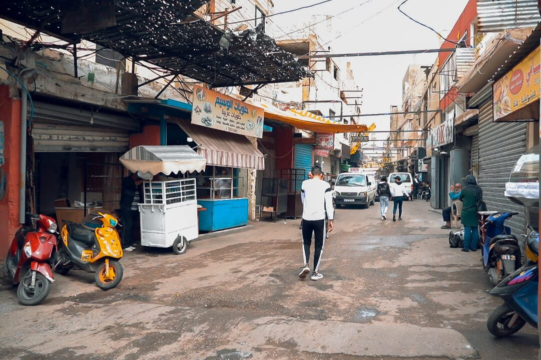 Many shops in Palestinian refugee camps in Lebanon are closed due to power cuts [Muhammed İsa/Middle East Monitor]