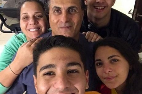 Palestinian swimmer Yazan Al-Bawwab with his family, 1 September 2021