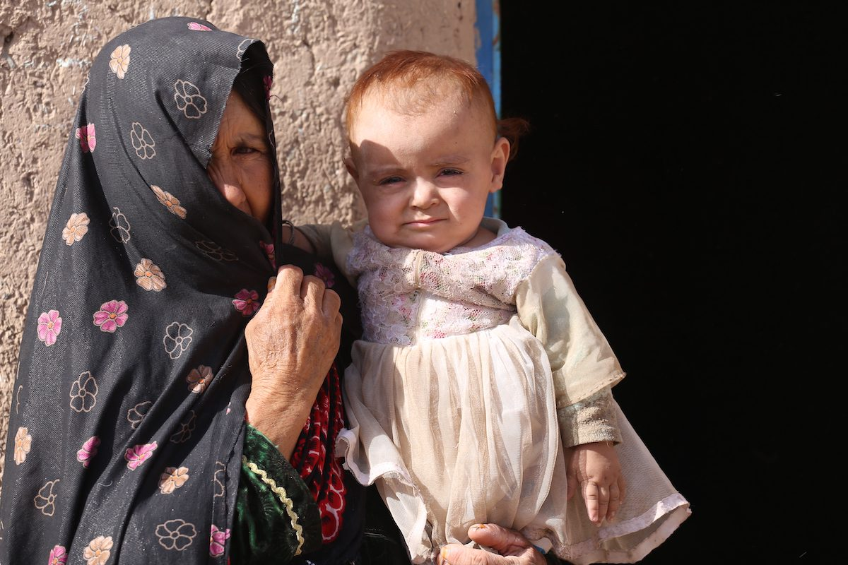 HERAT, AFGHANISTAN - SEPTEMBER 16: Displaced people are seen at Herat Refugee Camp in Herat, Afghanistan on September 16, 2021. Many people have been displaced by civil war. People in western Afghanistan, mostly from Herat, Farah, Ghor and Badghis provinces, have fled their homes and taken refuge in Herat due to civil war and clashes between Taliban and government forces. These migrants living in the mania camp are asking for humanitarian aid. Lack of drinking water, clothing and food is one of the biggest problems for these migrants ( Stringer - Anadolu Agency )