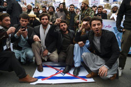 Afghan protesters shout slogans against the US and Israel during a protest in downtown Kabul on December 8, 2017 [WAKIL KOHSAR/AFP via Getty Images]