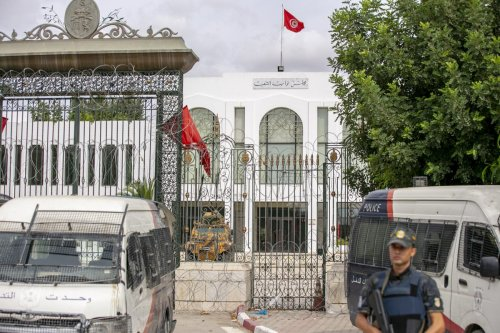 Tunisian security forces guard the entrance of the country's parliament, in Tunis, Tunisia on October 01, 2021. [Yassine Gaidi - Anadolu Agency]