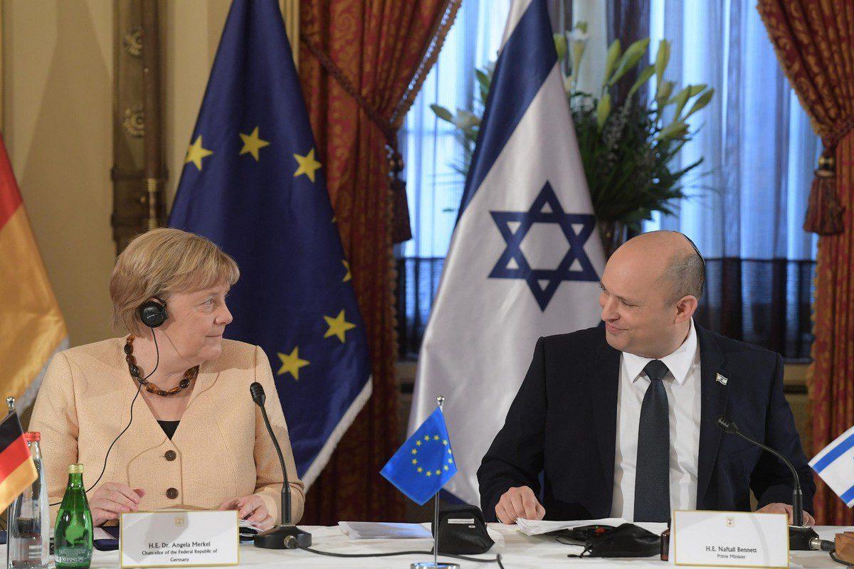German Chancellor Angela Merkel (L) meets Israeli Prime Minister Naftali Bennett (R) in West Jerusalem on October 10, 2021 [Israeli Government Press Office / Anadolu Agency]