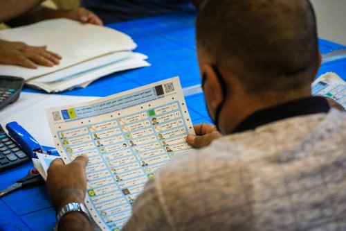 Election commission officials count the ballots after the elections in Baghdad, Iraq on 13 October 2021. [Murtadha Al-Sudani - Anadolu Agency]