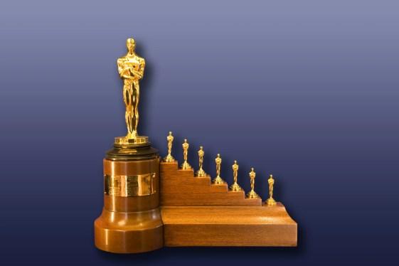 Óscar (y siete Oscaritos) concedidos a Walt Disney por Blancanieves y los Siete Enanitos)