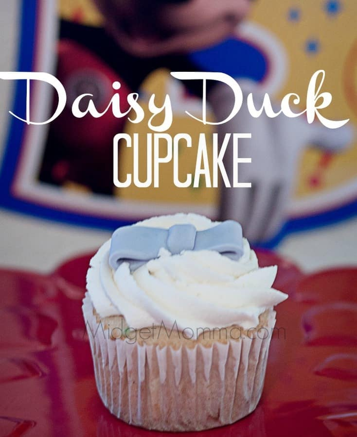 Up next in the mickey mouse club house cupcakes I made for the #‎DisneyKids Preschool Playdates is Daisy Duck. Daisy has this simple beauty