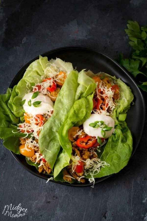 chicken taco lettuce wraps - Get your mexican taco fix while being healthier with these Chicken Taco Lettuce Wraps, topped with an AMAZING homemade Chipotle sauce these are amazing! #Taco #Chicken