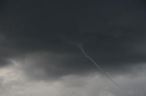 Météo : Une mini tornade dans les nuages ?