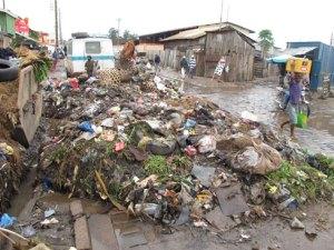 Les déchets ménagers continuent de s'amonceler dans certains quartiers de Tana. Photo d'archives.