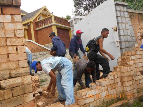 « Ny any aminay » : Démolition du mur après cinq ans de litige