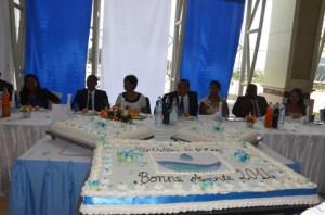 Le ministre de l'Eau, Reboza Julien accompagné par sa femme et entouré de son staff lors de la présentation de vœux de son département. (Photo : Yvon Ram)
