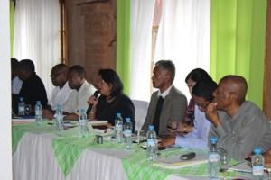 La présidente  Atallah Béatrice et les membres du bureau de la CENI-T lors de l'atelier d'Ampefy.