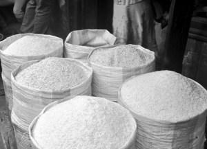 Le prix du riz varie beaucoup dans les régions, à cause des difficultés de transport de marchandises.