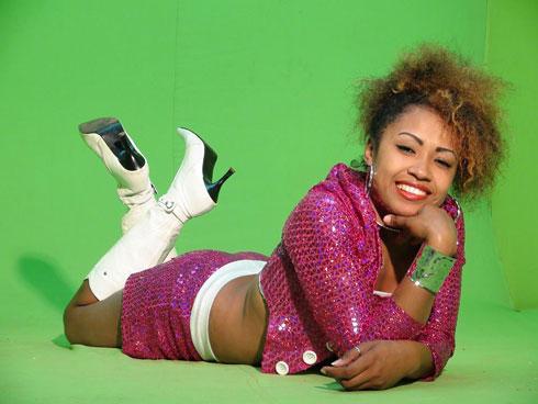 Portrait : Taa Tense, une passionnée de danse qui devient chanteuse !
