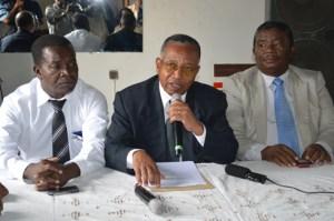 Le comité de soutien au Dr Jules Etienne devant la presse hier à Antanimena.