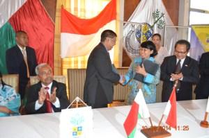 La signature de convention entre les 2 universités, hier à Ankatso. (Photo Nary)