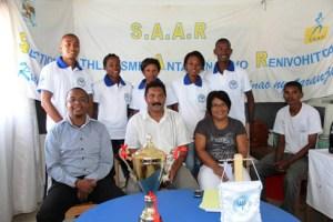 Les athlètes avec les dirigeants de la section de Tana-Ville, hier, au Collège La Pie à Manarintsoa.
