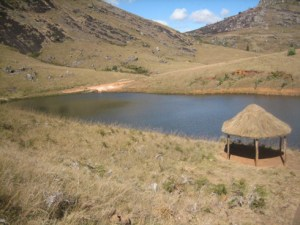 L'eau conduit à l'émergence des activités génératrices de revenu comme la pisciculture.