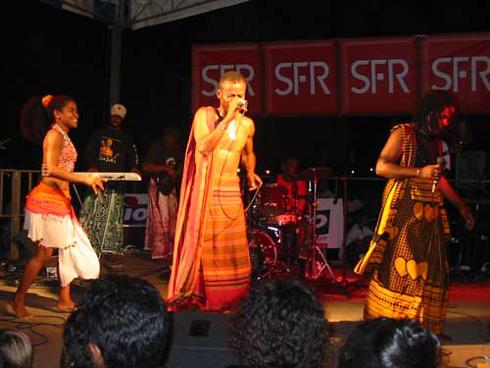 Lundi de Pâques en chansons : Du salegy et des chants évangéliques avec Jaojoby à Anbohimanga Rova