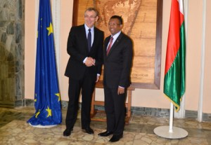 Rencontre entre le président de la République Hery Rajaonarimampianina et le commissaire européen Andris Piebalgs, au Palais d'Iavoloha.