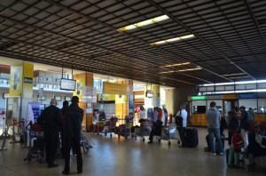 Jouissant des privilèges et d'immunité liés à leurs fonctions, les membres du gouvernement et les députés ne devraient pas être soumis au même régime de contrôle que les simples citoyens à l'aéroport d'Ivato.