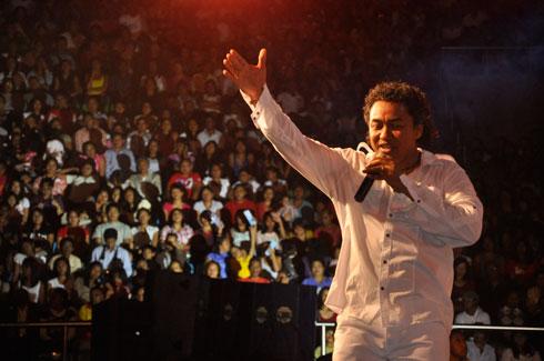 « Fihavanana sy tolo-tanana » : 35 000 spectateurs attendus au méga-concert de Rija Rasolondraibe !