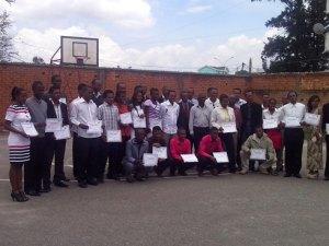 Les nouveaux diplômés avec le staff technique au sein de la FMBB et l'instructeur de la FIBA Afrique Angelot Razafiarivony.