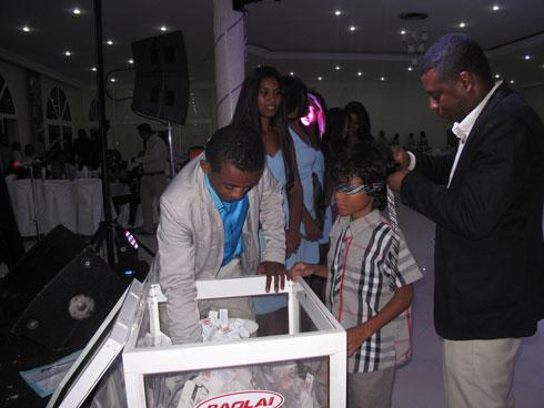 Tombola Baolai : La télé Plasma 42 pouces à Razafindrakoto Eugène