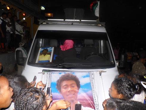 Félicien « Kopi Kolé » : La dépouille accueillie par une foule immense à Toliara