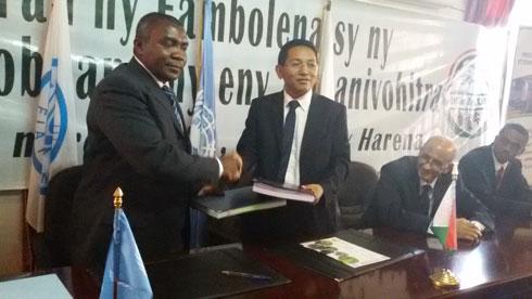 Lutte anti-acridienne : 7 millions USD à trouver impérativement avant mi- février 2015