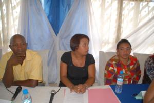 Le porte-parole des bas quartiers, Randrianiainasoa Jenny Claudia (au centre sur la photo).