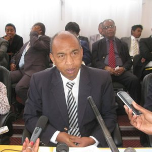 Le Colonel Ramiaramanana Joseph lors de la conférence de presse hier à Analakely. (Photo Nary)