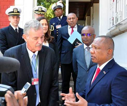 Ntsay Christian : Pouvoirs renforcés du PM après la démission du Président de la République